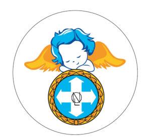 Kuvassa on liiton perinteikkään enkeli-heijastimen uusi tyyli. Pieni sinihiuksinen, oranssisiipinen kerubi nojaa kyynärpäillään liiton logoon.  Heijastinta voi tilata liiton kaupasta.  Graafinen suunnittelu: Jonna Suvanto.